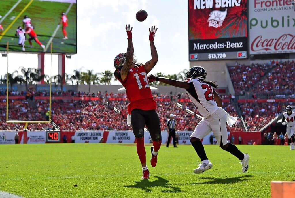 Mike Evans catches a touchdown over Desmond Trufant